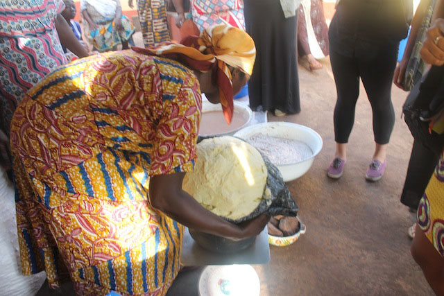 The women of Tungteiya weigh a mass of finished Shea butter. It is exactly 25 kilograms and can now be exported to The Body Shop.
